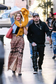 Cameron Diaz and Benji Madden Stills Out in Los Angeles 2017/12/25