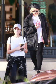 Christina Aguilera Stills Out Shopping in Los Angeles 2017/12/23