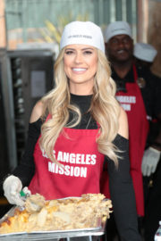 Christina El Moussa Stills at LA Mission Serves Christmas to the Homeless in Los Angeles 2017/12/22