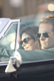 Cindy Crawford and Rande Gerber Stills in Classic Corvette Convertible Driving Out in Malibu 2017/12/23