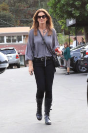 Cindy Crawford Stills Out in Los Angeles 2017/12/10