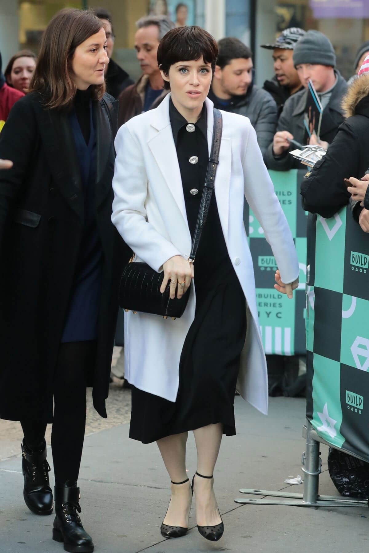 Claire Foy Stills Arrives at AOL Build Studio in New York 2017/12/04