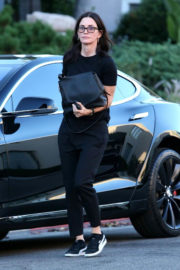 Courteney Cox Stills Out for Lunch at Nate'n Al Delicatessen in Beverly Hills 2017/12/19