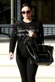 Demi Lovato Stills Out Shopping in Beverly Hills 2017/12/24