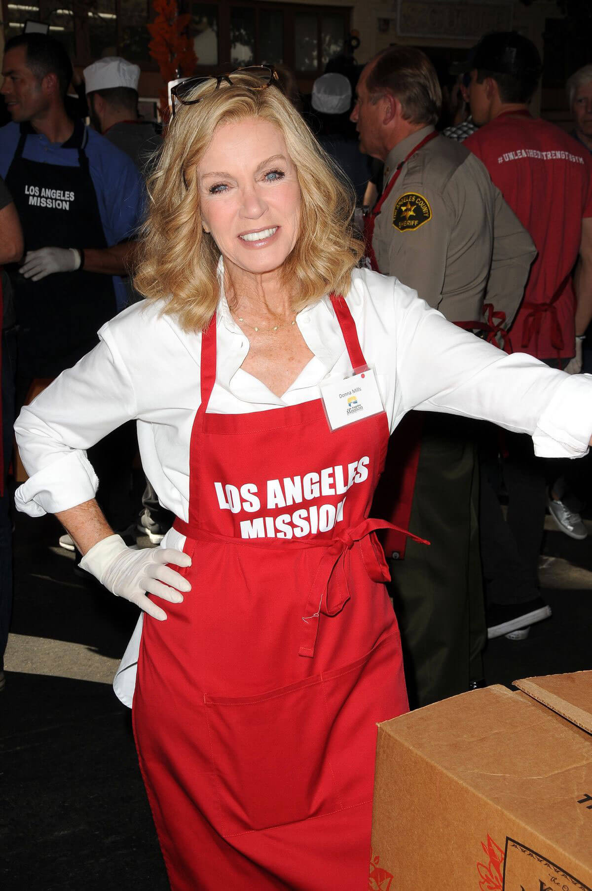 Donna Mills Stills at Los Angeles Mission Thanksgiving Meal for the Homeless in Los Angeles