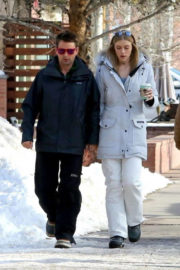 Elle Evans and Matthew Bellamy Stills Out for Coffee in Aspen 2017/12/27