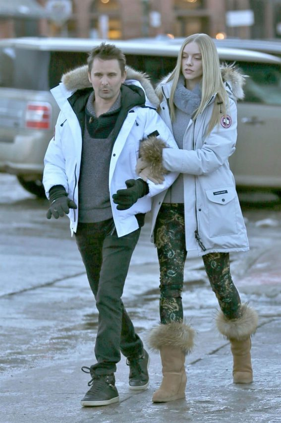 Elle Evans and Matthew Bellamy Stills Out in Aspen 2017/12/29