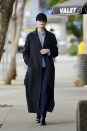 Emma Stone Stills Out and About in Los Angeles 2017/12/20