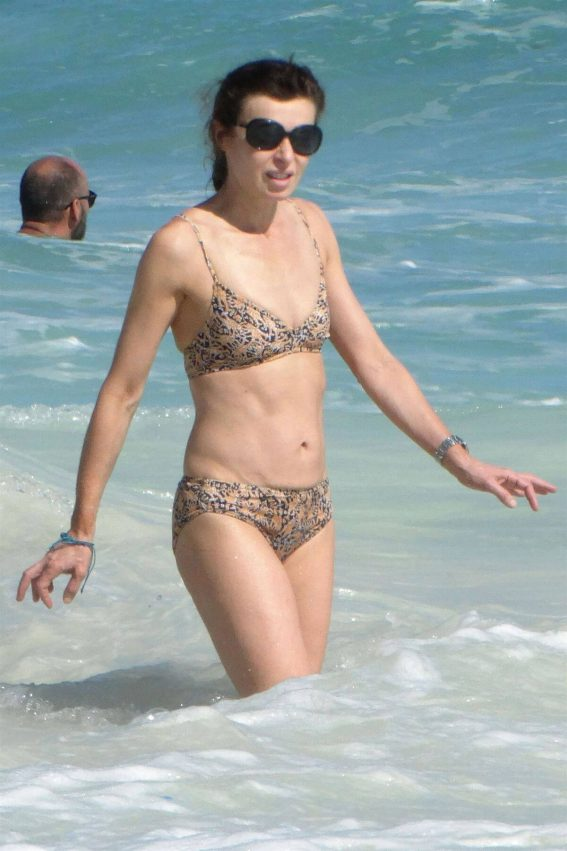 Eve Mavrakis Stills in Bikini on the Beach in Cancun 2017/12/26