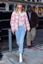 Gigi and Bella Hadid Stills Out in New York 2017/12/20