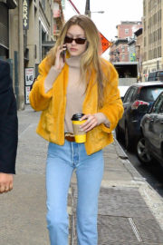 Gigi Hadid Stills Out for Coffee in New York 2017/12/15