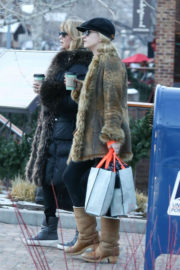 Goldie Hawn Stills Out Shopping in Aspen 2017/12/29