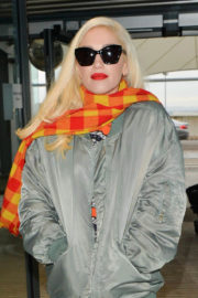 Gwen Stefani in Grey Jacket with Checked Muffler at Heathrow Airport in London