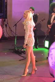 Gwen Stefani Shows Off Legs in Short Dress at The One Show in London