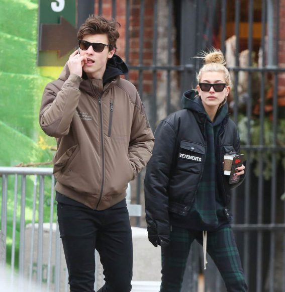 Hailey Baldwin and Shawn Mendes Stills Out in Toronto 2017/12/21