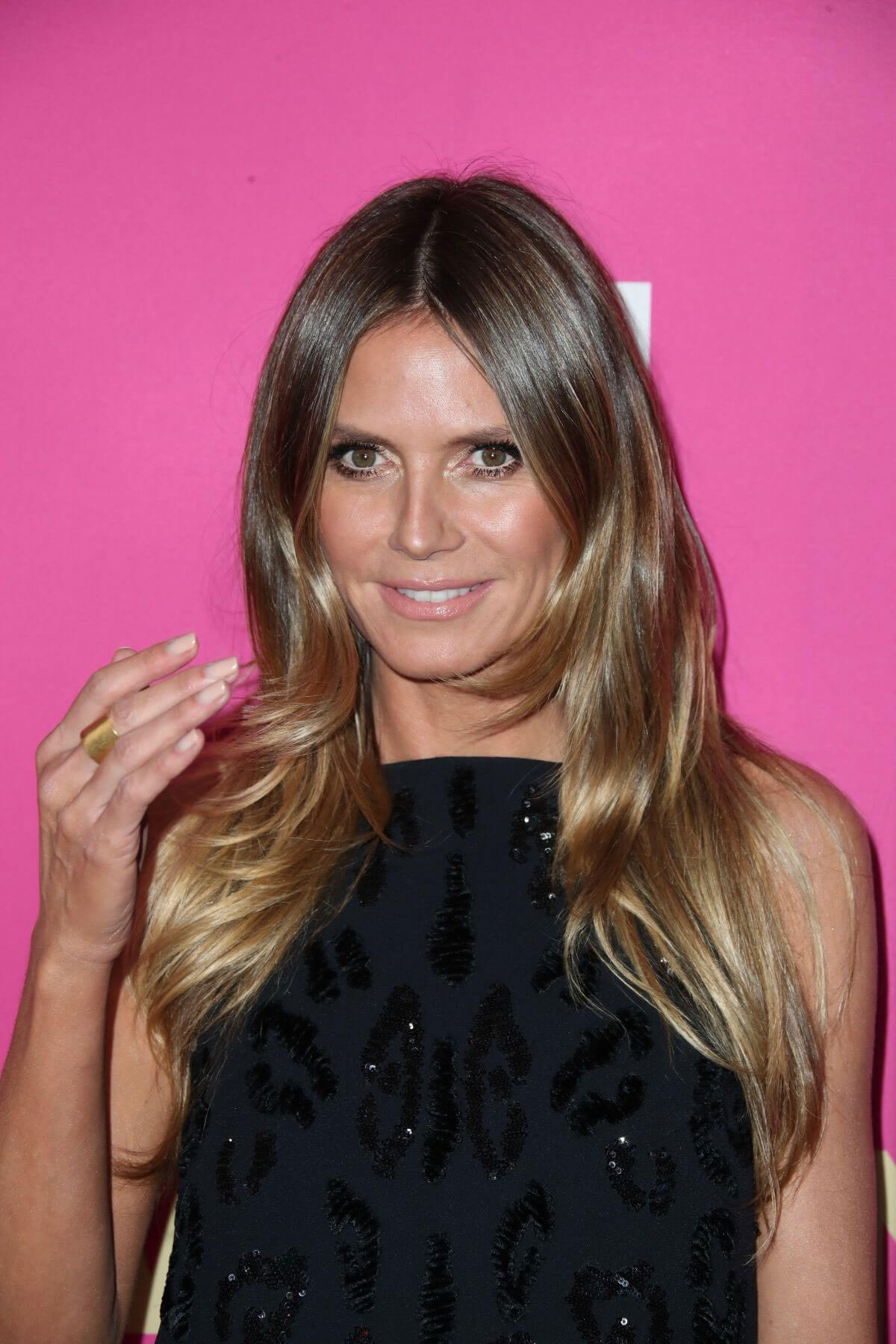 heidi klum stills at 2017 billboard women in music awards in los angeles 155667 celebskart. Black Bedroom Furniture Sets. Home Design Ideas