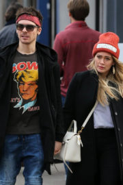 Hilary Duff and Matthew Koma Stills Out Shopping in New York 2017/12/20