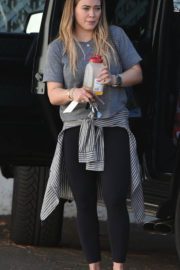 Hilary Duff Stills Out in Los Angeles 2017/12/12