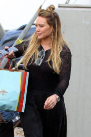 Hilary Duff Stills Out Shopping in Los Angeles 2017/12/23
