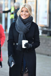 Holly Willoughby Stills on the Set of This Morning in London 2017/12/12