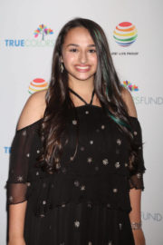 Jazz Jennings Stills at 7th Annual Cyndi Lauper and Friends Home for the Holidays Benefit Concert in New York 2017/12/09