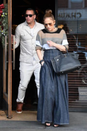 Jennifer Lopez and Alex Rodriguez Stills Out for Lunch at South Beverly Grill in Beverly Hills 2017/12/29