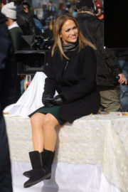 Jennifer Lopez Stills on the Set of Second Act in Central Park in New York 2017/12/04