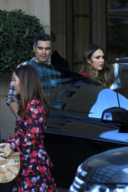 Jessica Alba and Cash Warren Stills Leaves a Party in Beverly Hills 2017/12/17
