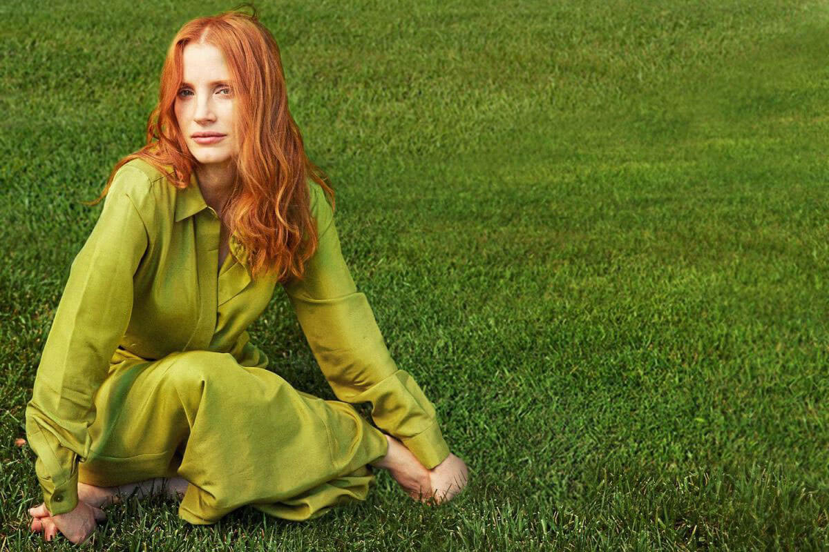 Jessica Chastain Poses for Es Magazine, December 2017