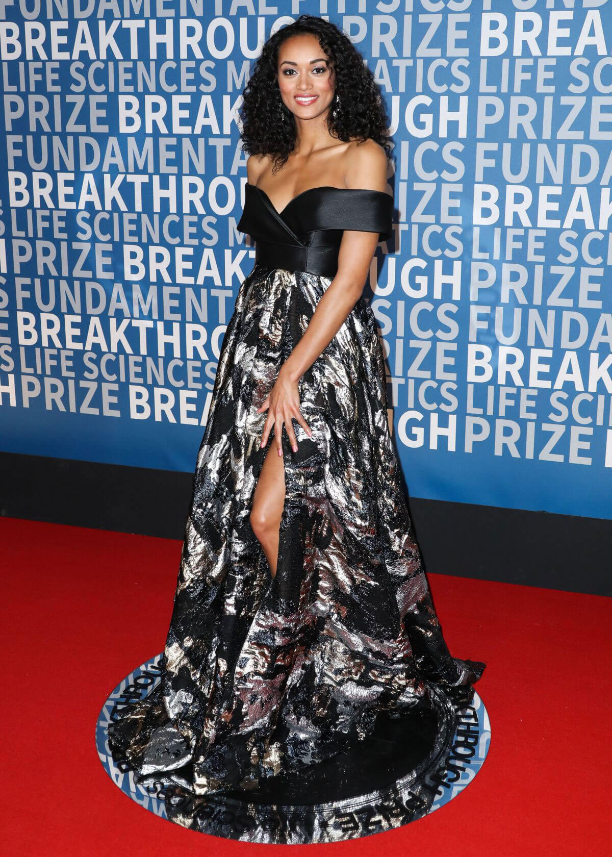 Kara McCullough Stills at 2017 Breakthrough Prize Ceremony in Mountain View 2017/12/03