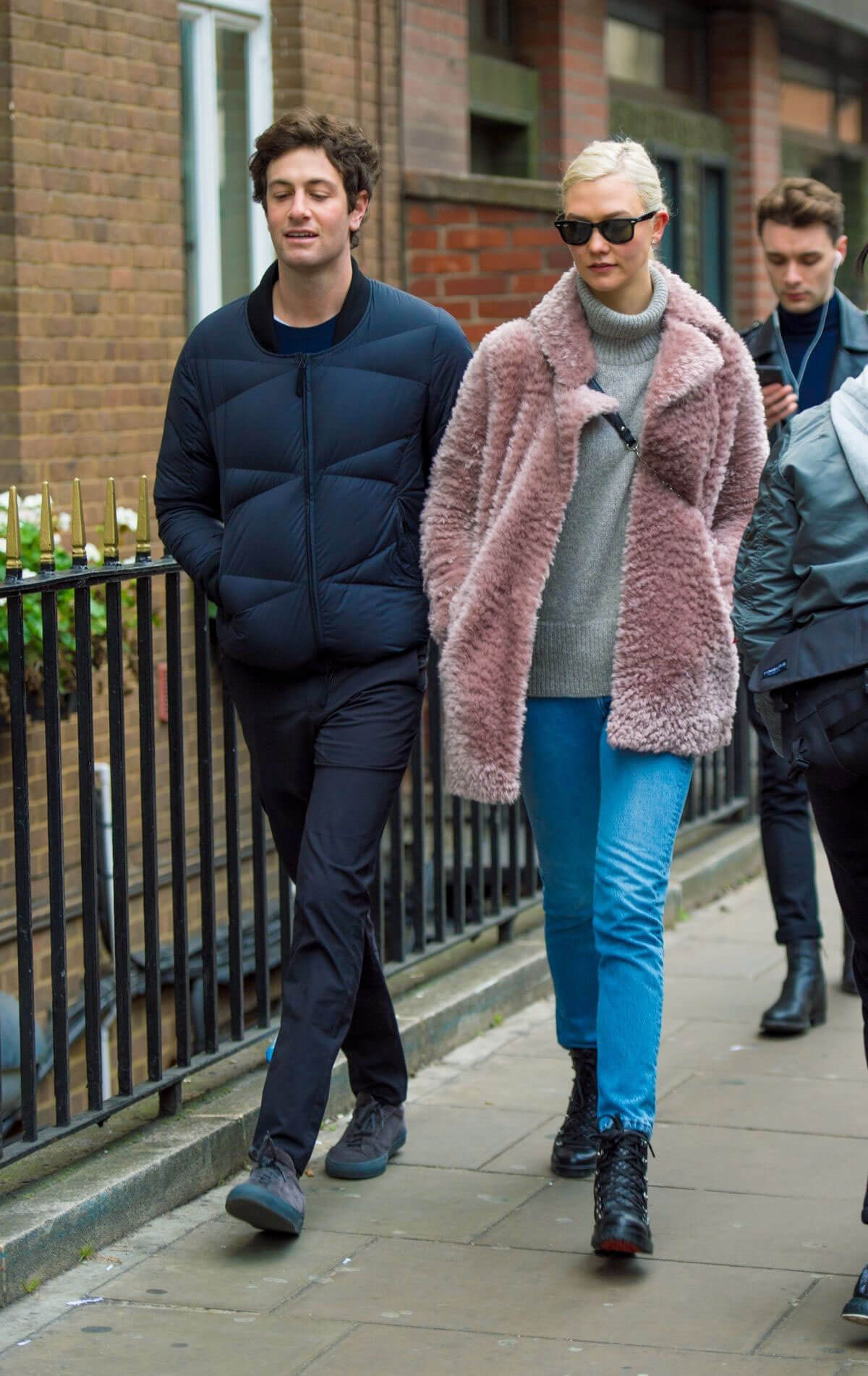 Karlie Kloss and Josh Kushner Stills Out in London 2017/12/02
