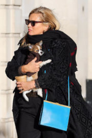 Kate Moss Stills Out with Her Dog in London 2017/11/23