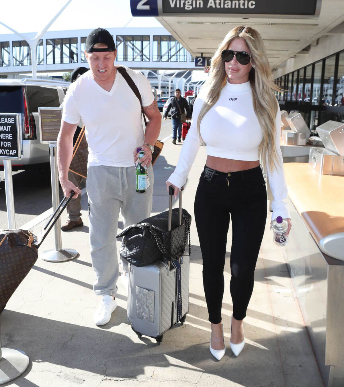 Kim Zolciak and Kroy Biermann Stills at LAX Airpoirt in Los Angeles 2017/12/21