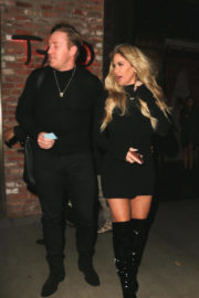 Kim Zolciak Stills Out for Dinner at Tao in Hollywood 2017/12/20