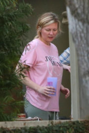 Kirsten Dunst Stills Out and About in Los Angeles 2017/12/09