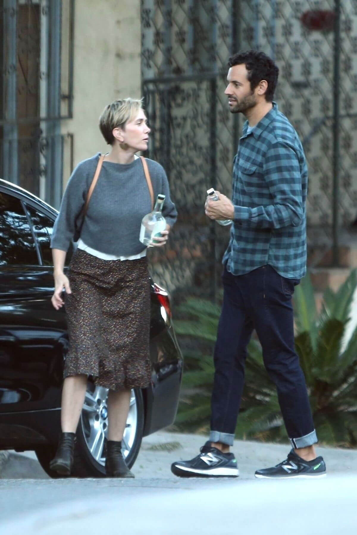 Kristen Wiig and Fabrizio Moretti Stills Out in Los Angeles 2017/12/17