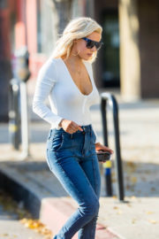 Lana wears show off deep cleavage in tee & jeans out in Los Angeles