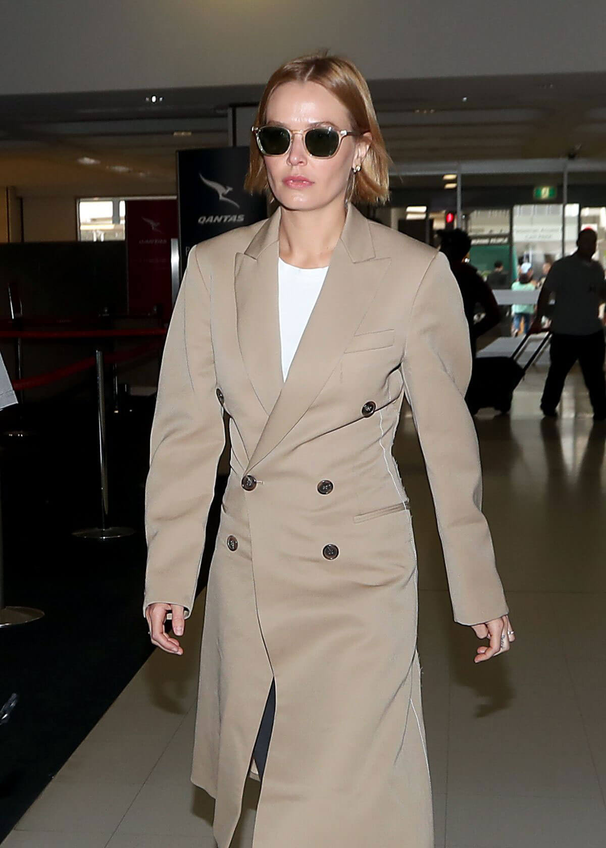 Lara Bingle Stills at Airport in Sydney 2017/12/15
