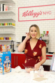 Lauren Conrad Stills at Kellogg's NYC Cafe Launch in Union Square in New York 2017/12/12