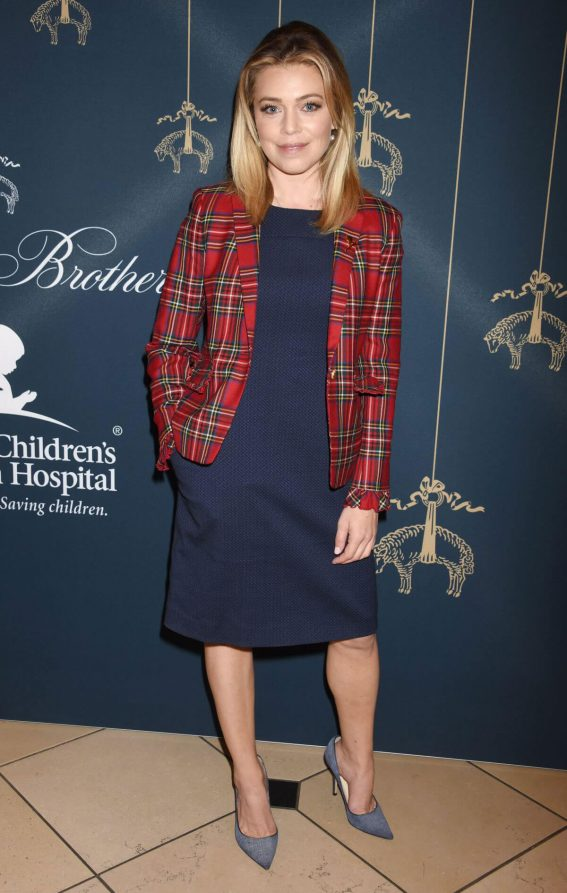 Lauren Sivan Stills at Brooks Brothers Holiday Celebration with St Jude Children's Research Hospital in Beverly Hills 2017/12/02