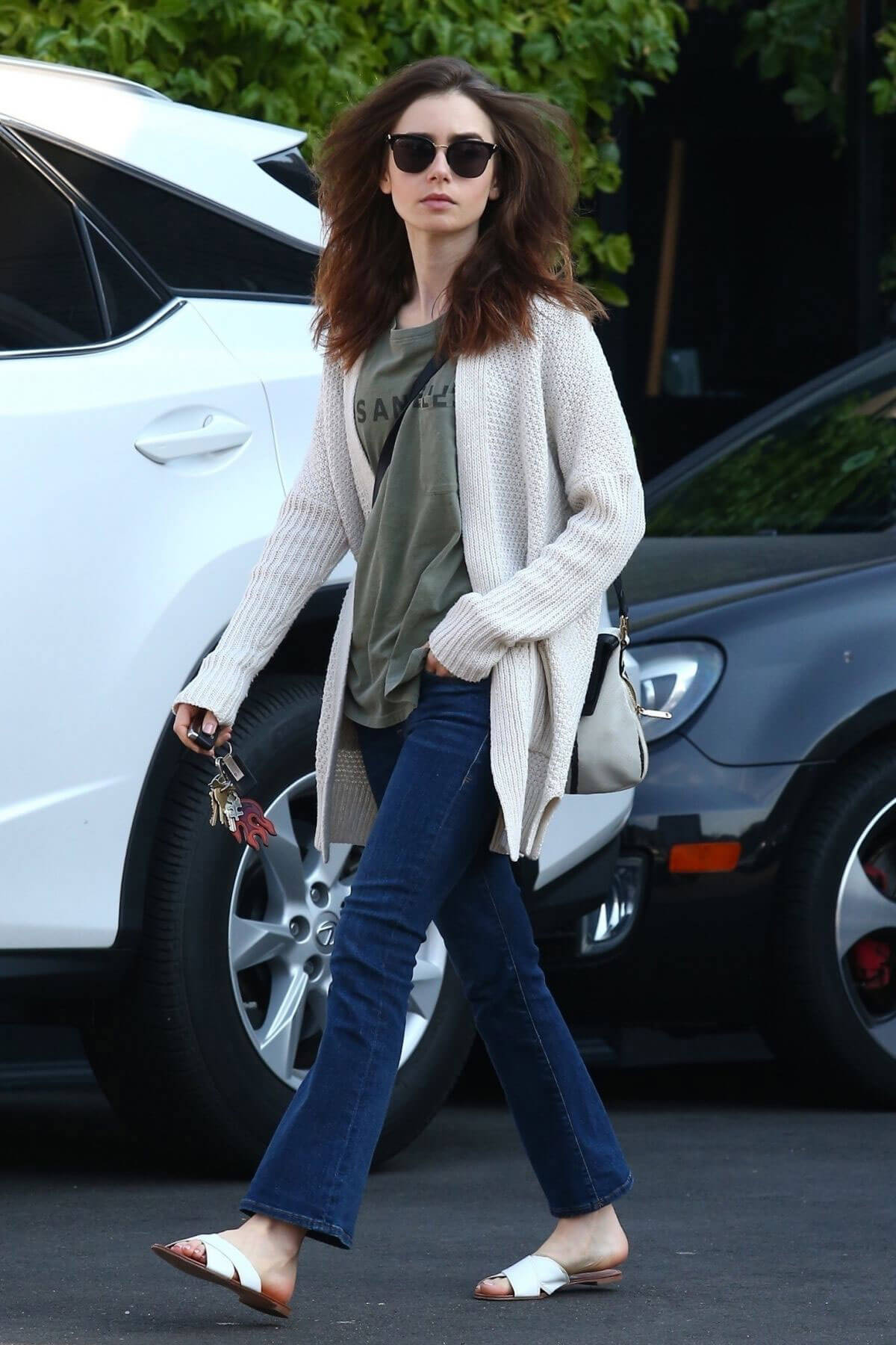 Lily Collins Stills Out and About in Hollywood 2017/12/16