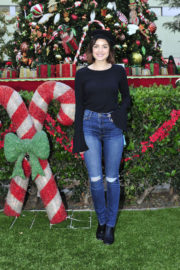 Lucy Hale Stills Spread Holiday Cheer at Children's Hospital in Los Angeles 2017/12/02
