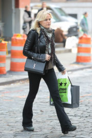Malin Akerman Stills Out and About in New York 2017/12/04