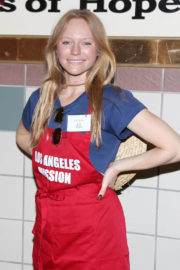 Marci Miller Stills at Los Angeles Mission Thanksgiving Meal for the Homeless in Los Angeles 2017/11/22