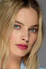 Margot Robbie Poses for Los Angeles Times The Envelope Portrait, December 2017