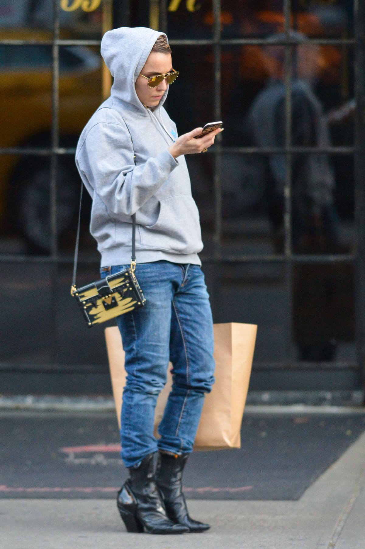 Noomi Rapace Stills Out in New York 2017/12/01