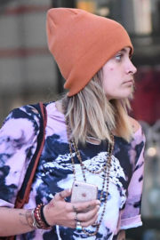 Paris Jackson Stills Out Shopping in Los Angeles 2017/12/29