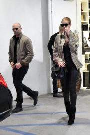 Rosie Huntington-Whiteley and Jason Statham Stills Out Shopping in Los Angeles 2017/12/23