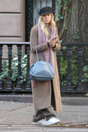 Sienna Miller Stills Out and About in New York 2017/12/11