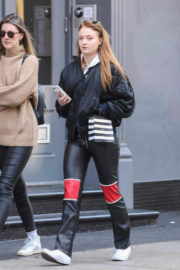 Sophie Turner Stills Out Shopping in New York 2017/12/01
